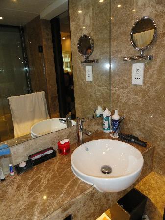 เอตัน สมาร์ท ฮ่องกง: Bathroom mirrors
