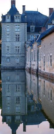 Château de Champchevrier: Champchevrier se reflète dans les douves