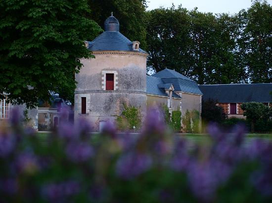 Chateau de Champchevrier : La nuit tombe sur Champchevrier