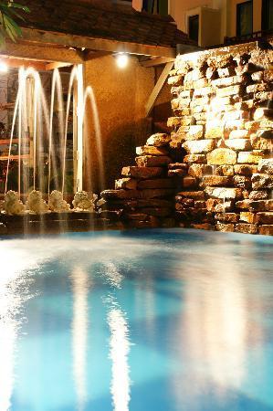 โรงแรมเบลลา วิลล่า พริม่า: Swimming Pool