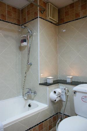 โรงแรมเบลลา วิลล่า พริม่า: Water Closet