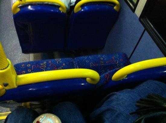 Hampshire Hotel: bus seats not for tall people! our knees nearly didn't fit