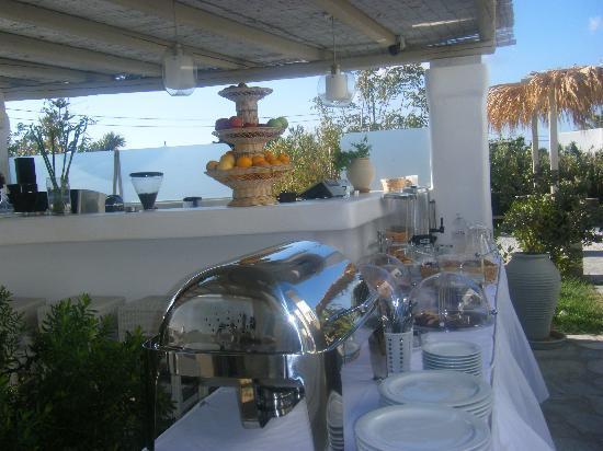 Ninemia Suites: ontbijtbuffet