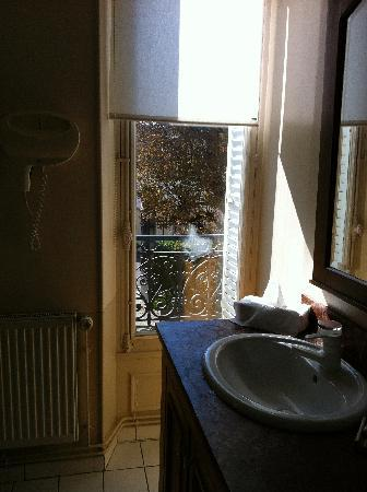 Le Clos Raymi: Bathroom