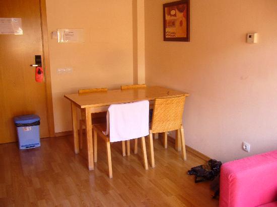 Aparthotel Nou Vielha: Vista del comedor desde la zona de TV