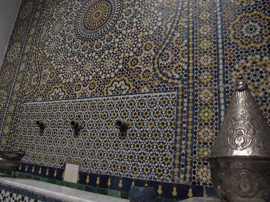 Riad Laayoun: détail de la fontaine