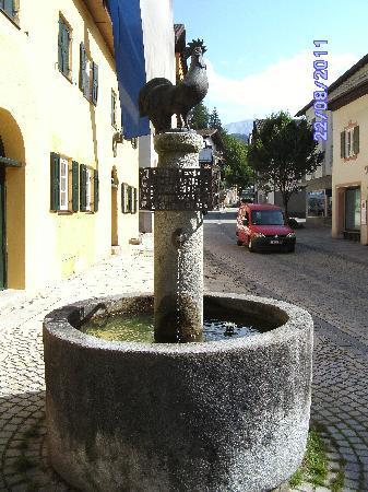 Garmisch-Partenkirchen, เยอรมนี: Partenkirchen - Ludwigstrasse[5] - historical fountain