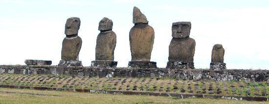 Tekarera Kainga Ora & Kainga Nui: the Taihei Moais close to Paul' that he helped restore in the 60s