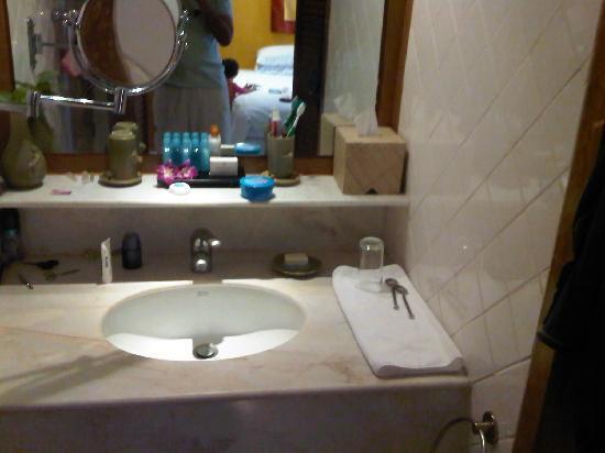 โรงแรมคลับเม็ด ภูเก็ต: Bathroom