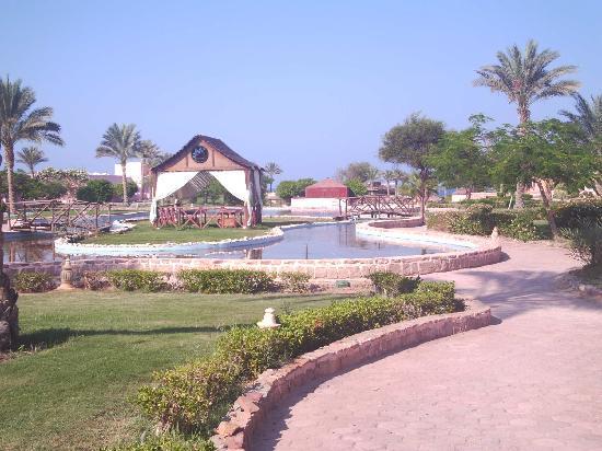 Resta Reef Resort: Gardens