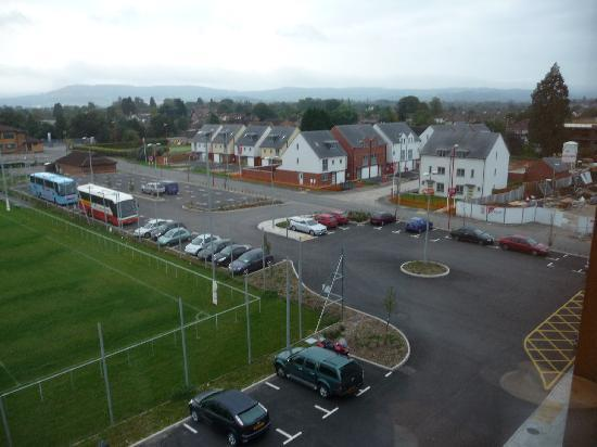 Hotel Ibis Gloucester: Large car park