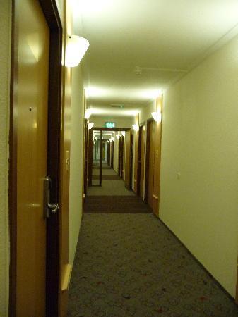 Hotel Ibis Gloucester: 4th floor corridor