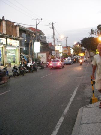 คูตา, อินโดนีเซีย: main road