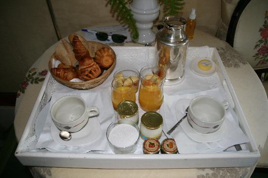 Le Donjon - Domaine Saint Clair: Plateau du petit-déjeuner