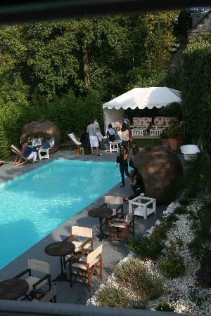 Le Donjon - Domaine Saint Clair: La piscine
