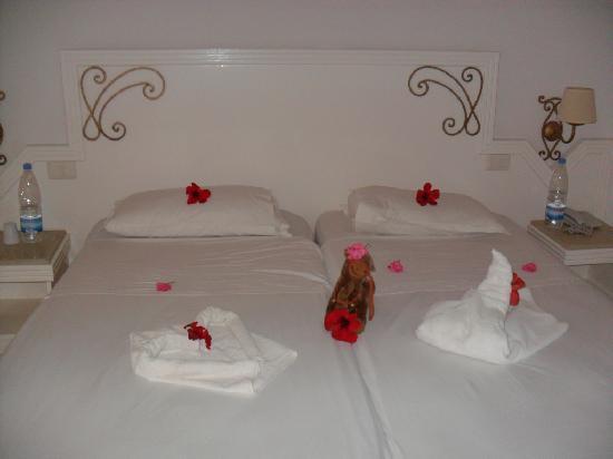 Hotel Club President: Une deco chaque jour differente du lit