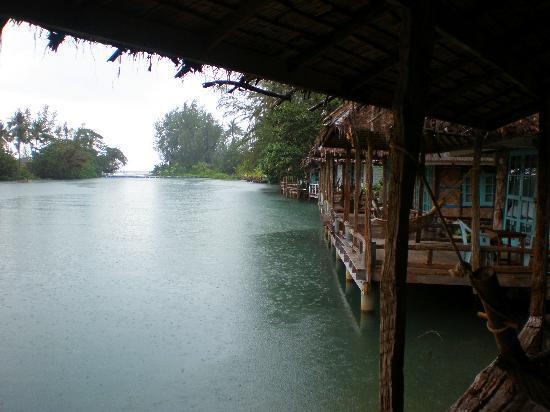 บลูลากูน: View on a rainy day