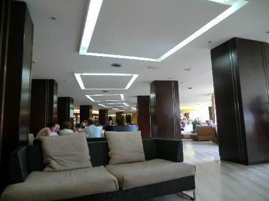 Hotel Club Costa Verde: Huge lobby area