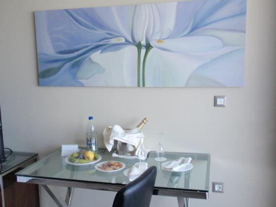 Atrium Platinum Luxury Resort Hotel & Spa: buffet di benvenuto,spumante,frutta,acqua e biscotti