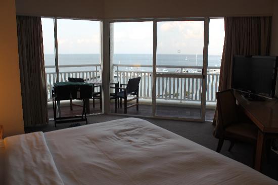 Shangri-La Hotel, The Marina, Cairns: Balcony from bedroom