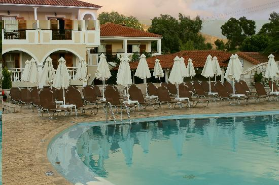 Marelen Hotel: The poolside.
