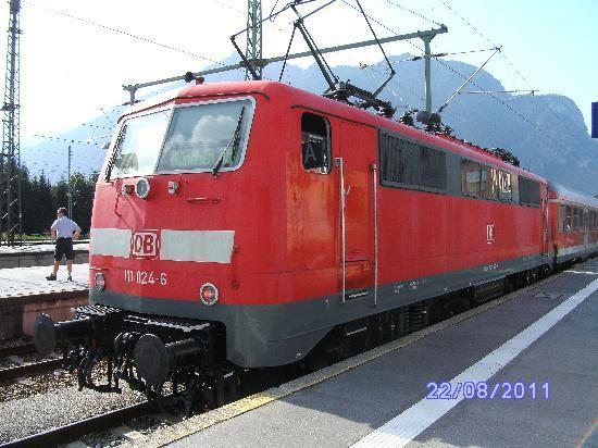 Garmisch-Partenkirchen, เยอรมนี: Local train for Munchen