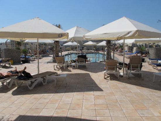 Le Meridien St. Julians: piscina