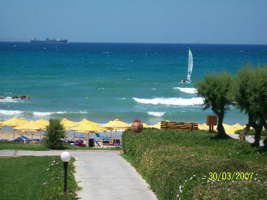 Mitsis Rinela Beach Resort & Spa: View from entrance to the Taverna.