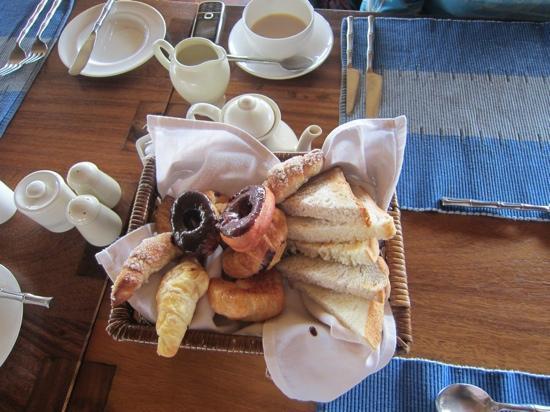 เจ็ทวิงวิลอูยานา: 朝食のパン 2人分です。