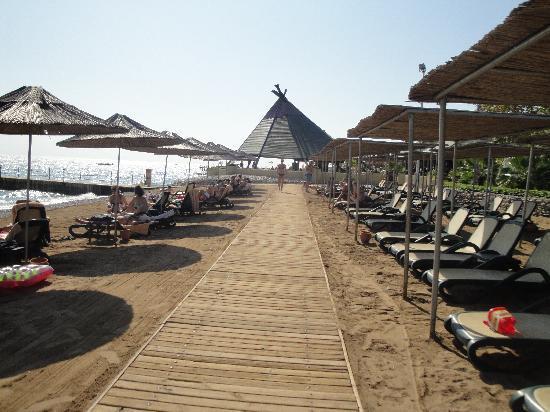 PALOMA Foresta Resort & Spa: allée sur la plage