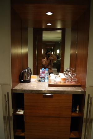 Sheraton Istanbul Atakoy Hotel : Minibar - Tea Facilities