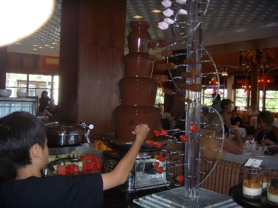 Boneka Restaurant at The St. Regis Bali Resort: Chocolate fountain to please the sweet tooth..!!