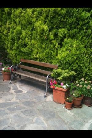 Balcone Fiorito Bed & Breakfast: Front car park area