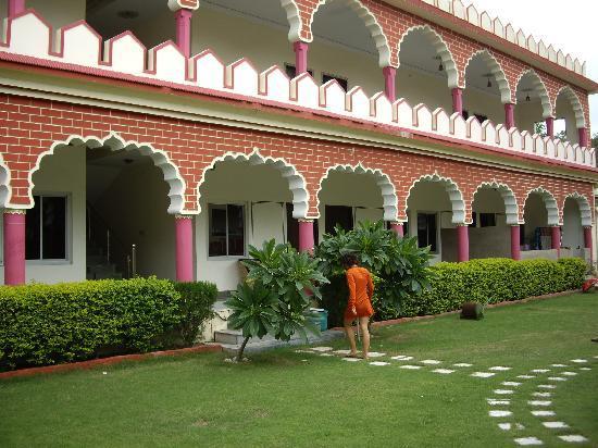 โีรงแรมเดอะ เติร์ด อาย: The rooms from outside