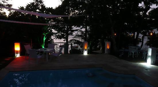 Pousada Casa Búzios: Petite ambiance nocturne juste après l'apéro coucher du soleil....
