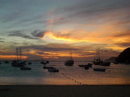 Pousada Casa Búzios: Et d'ailleurs voici un coucher de soleil à Buzios !