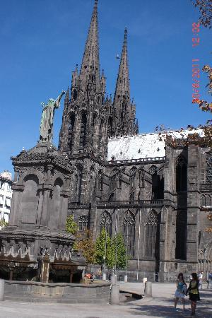 Hotel Oceania : Clermont Ferrand cathedral