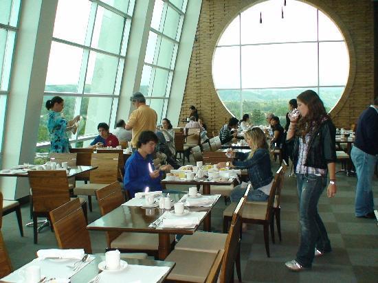 Hotel Dreams Valdivia: sky bar desayuno