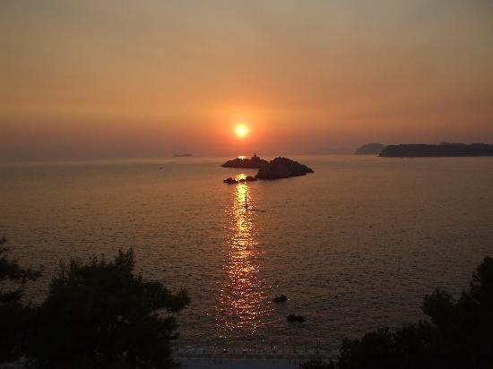 Hotel Dubrovnik Palace: Sun Set from our room