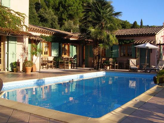 Le Mas des Cigales: la piscine