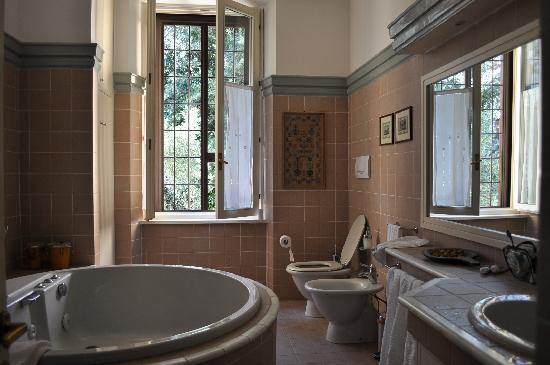 IL Boom B&B: clean & spacious bathroom