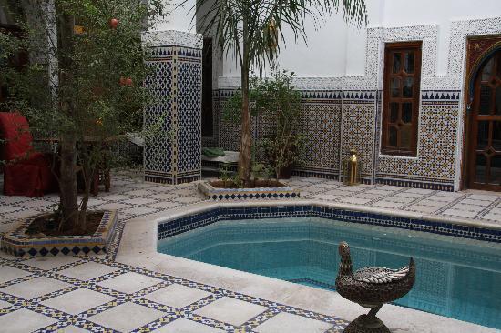 Riad et Spa Esprit du Maroc: Une des deux piscines du riad