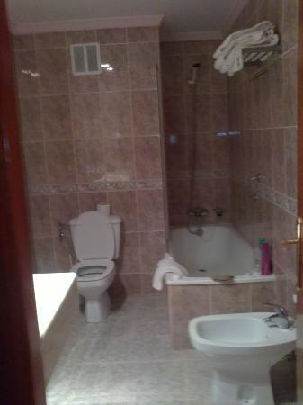 โรงแรมรอยัล คอสต้า: bathroom