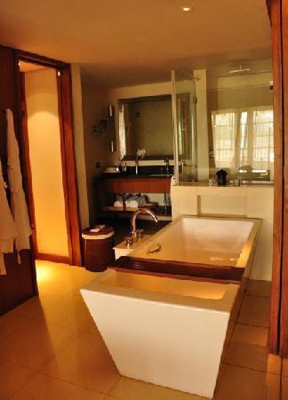 อลิลา ดิวา กัว: Terrace Room - Bathroom