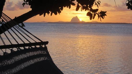 Vahine Island - Private Island Resort: coucher de soleil sur Bora