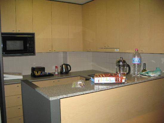 Adina Apartment Hotel Melbourne: Kitchen