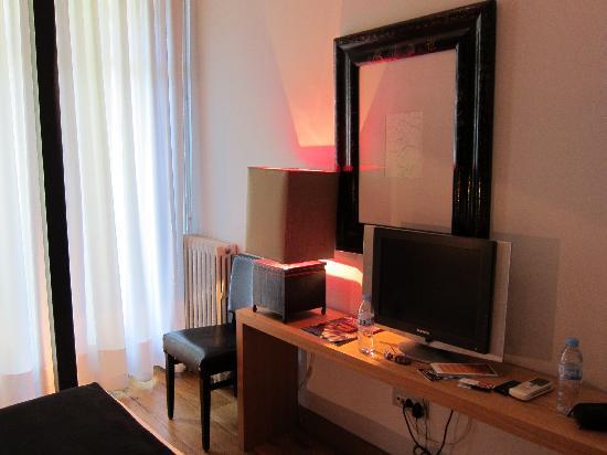 โฮเต็ล มาร์คเก็ท: Small flat screen TV