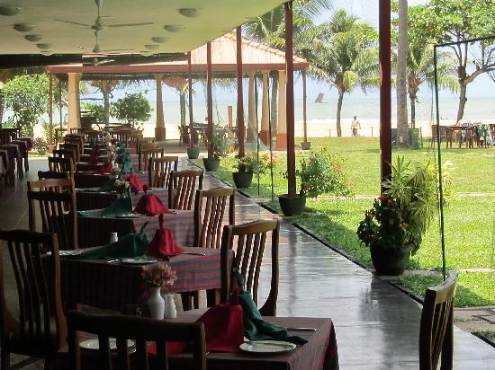 พาราไดซ์ บีช: lovely dining place