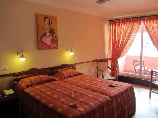 พาราไดซ์ บีช: cool and calming room :)