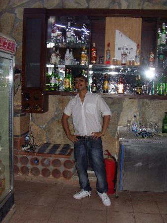 Otel Seden: jon the barman